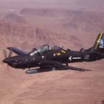 A Embraer subiu 14 posições em um ranking das empresas que mais vendem armas e serviços militares no mundo em 2011, quando obteve US$ 860 milhões nesse negócio, segundo o Instituto de Pesquisa da Paz Internacional de Estocolmo (SIPRI, na sigla em inglês).