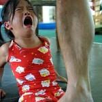 Meninas endopisadas - Oh... como são disciplinadas...