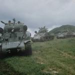 Os primeiros carros de combate M-4 Sherman chegaram ao Brasil em plena Segunda Guerra Mundial, 1943, para equipar unidades recém criadas no Exército Brasileiro, como a Companhia. Escola de Carros de Combate Médio.