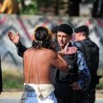 Veja as costas do cidadão dando uma de indio inocente
