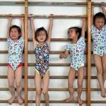 meninas se aquecendo na ginastica, com certeza não são felizes