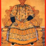 Os mais ferrenhos opositores do Império foram os candidatos reprovados nos exames imperiais. O mais notável foi  Hong Xiuquan ( * 1814   +1864 ) ele foi o quarto filho de uma família de cinco irmãos, todos camponeses.