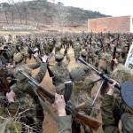 Membros norte-coreanos da Guarda Vermelha participam de treinamento militar na imagem liberada nesta quarta-feira 13 / 03 pela agência oficial norte-coreana KCNA (Foto: REUTERS / KCNA)