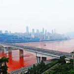 """como na China tudo é superlativo a coloração do """"Rio Azul"""" tinha mesmo que ser bem vermelho !"""