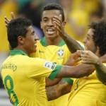 Paulinho comemora o 2º Gol