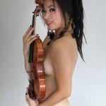 china-s-corre-risco-de-perder-o-emprego-por-filha-ter-posado-nua-sa-com-um-violino8bea4819f861b8c6a4851c40c3b7f91b