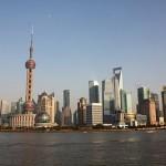 Vista do distrito financeiro Lujiazui em Pudong. Na foto, em destaque, a Oriental Pearl Tower