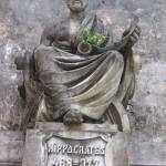 Hipócrates, depois de Imhotep (egípcio) primeiro médico da história .