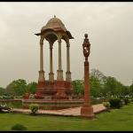 Canopy next to India Gate - Baldachin India Kapuja mellett