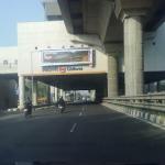 Estação do Metrô  - com a rodovia - Índia