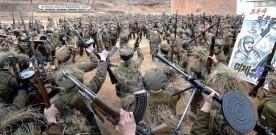 """Coréia do Norte – Soldados treinam com """"armas de destruição em massa""""."""