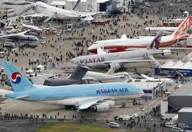 Salão aeronáutico na França expõe aviões brasileiros
